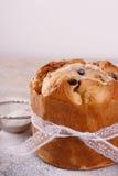 Pain doux de pain de Panettone traditionnel pour Noël Photographie stock