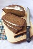 Pain du pain entier coupé sur des tranches Image libre de droits