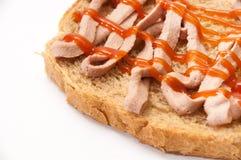 Pain enduit du pâté et du ketchup photo libre de droits