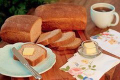 Pain et beurre cuits au four par maison images libres de droits