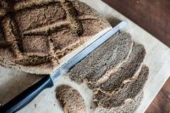 Pain fait maison avec du blé de Khorasan Kamut et la farine de seigle, faits lever Image stock