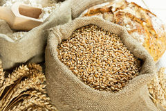 Pain, farine et grain photographie stock