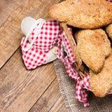 Pain fraîchement cuit au four de grain avec le sésame Image stock