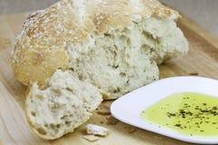 Pain frais et huile d'olive Image stock