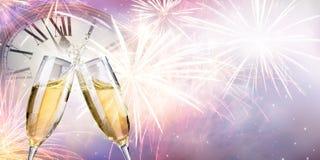 Pain grillé avec des feux d'artifice et Champagne photographie stock libre de droits
