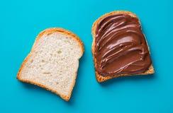 Pain grillé avec du beurre de chocolat photos libres de droits