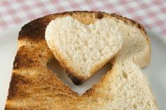 Pain grillé avec en forme de coeur Image libre de droits