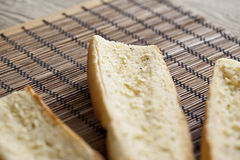Pain grillé beurré de baguette Images stock