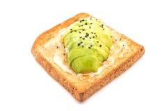 pain grillé de pain de blé entier avec l'avocat photographie stock libre de droits