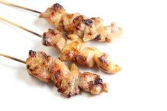 Pain grillé de porc avec le fond blanc dans l'instruction-macro Photos stock