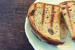 Pain grillé deux avec du fromage Photographie stock libre de droits