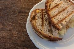Pain grillé deux avec du fromage Photos libres de droits
