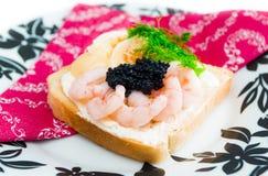 Pain grillé frais avec le caviar Image libre de droits