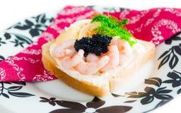 Pain grillé frais avec le caviar Images libres de droits