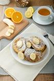 Pain grillé français au bonbon, avec la banane arrosée avec du sucre Images libres de droits