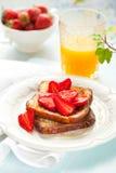 Pain grillé français avec la fraise Image stock