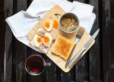 Pain grillé sain Tuna Eggs Sunflower Seeds de café de petit déjeuner image libre de droits