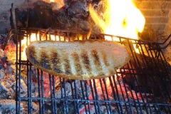 Pain grillé sur le feu en détail Photo stock