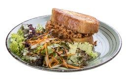 Pain grill? de petit d?jeuner avec le lapin, le fromage et les herbes image stock