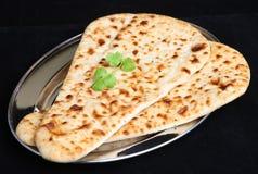 Pain indien de Naan de nourriture d'isolement images libres de droits