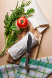 Pain pita ou lavash enveloppé avec le fromage blanc ou le lait caillé, chicke Photo stock