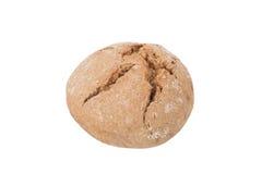 Pain rond de pain noir avec des fissures d'isolement sur le backgrou blanc image stock