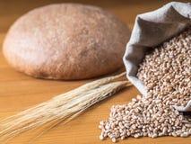 Pain, sac de blé et oreilles Photographie stock libre de droits