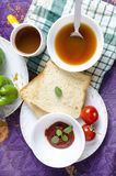 Pain sain de potage aux légumes de thé de petit déjeuner d'amour Image libre de droits