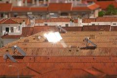 Pain?is solares em um telhado imagens de stock royalty free