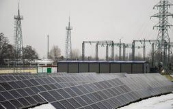 Pain?is solares em um telhado imagem de stock royalty free
