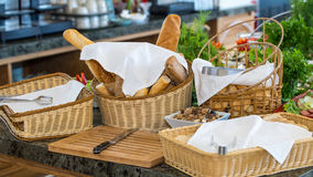 Pain sur un buffet au restaurant cinq étoiles d'hôtel dans Kranevo, Bulgarie Photo libre de droits