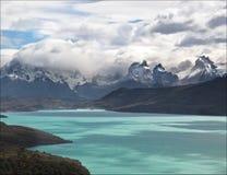 Paine Gebirgsmassiv von Lago Toro Stockfotos