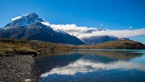 Paine Grande in Torres del Paine, Patagonië Stock Foto's