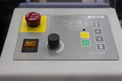 Painel de Contorl do calibre/calibre da forja em uma máquina fotos de stock royalty free