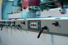 Painel de controle com botões e alavancas na máquina Imagens de Stock