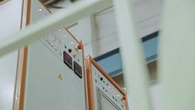 Painel de controle da planta industrial Uma vista do lado F?brica vídeos de arquivo