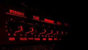 Painel de controle do amplificador da guitarra na luz vermelha Imagem de Stock Royalty Free