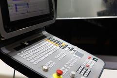 Painel de controle do centro fazendo à máquina do CNC de 5 linhas centrais foto de stock