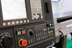 Painel de controle do centro fazendo à máquina moderno do CNC fotos de stock royalty free