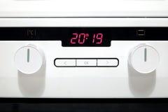 Painel de controle do fogão bonde da cozinha branca moderna foto de stock