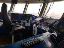 Painel de controle do posicionamento em uma embarcação moderna Agradecimentos à tecnologia nós estamos na maneira à embarcação au imagens de stock royalty free