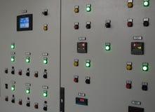 Painel de controle na fábrica Comute o controle, muitos dispositivos eletrónicos Fotos de Stock Royalty Free