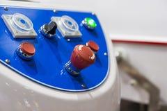 Painel de controle de uma máquina; parada de emergência Imagens de Stock