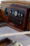 Painel de instrumento antigo do barco fotografia de stock