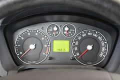 Painel do carro Painel de um carro e de um veículo isolados Detalhe moderno do painel do carro foto de stock