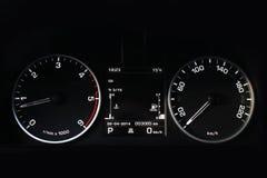 Painel do carro, painel iluminado, exposição da velocidade Carro preto imagens de stock royalty free
