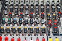 Painel do equalizador do misturador sadio com sidebar do grupo do botão e dos slideres do seletor imagem de stock