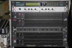 Painel do equalizador do misturador sadio com sidebar do grupo do botão e dos slideres do seletor fotos de stock