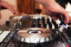Painel do misturador do DJ fotografia de stock royalty free