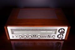 Painel frontal brilhante estereofônico retro análogo do receptor de rádio do vintage foto de stock royalty free